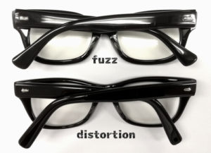 エフェクターメガネ「ファズfuzz」とディストーション「distortion」の比較写真畳んだ時